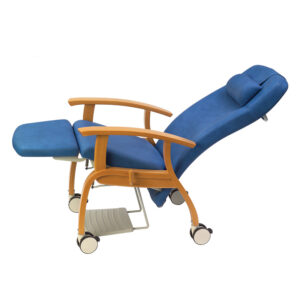 BE2005 Atlanta wooden mobile reclining relax chair with 4 large locking castors (shown with optional pull-out footrest)